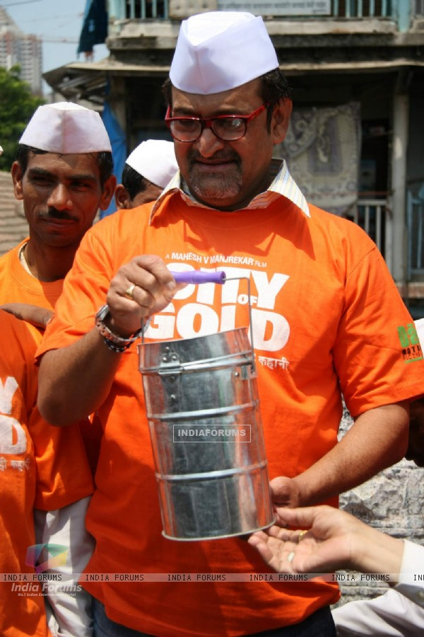 Mahesh Manjrekar promotes City of Gold through dabbawalas at Lower Parel
