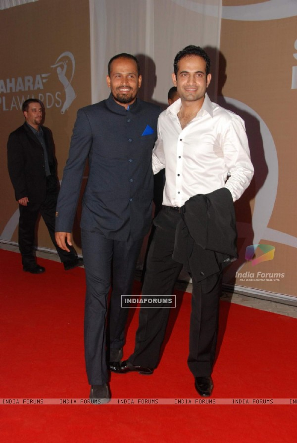 Yushuf Pathan and Irfan Pathan at IPL Awards red carpet in Grand Haytt Hotel on 23rd April 2010