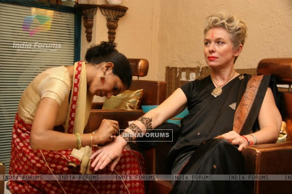"A guest at the launch of Bollywood actress Ayesha Julka''s second branch of Spa salon nails ""Anantaa"""