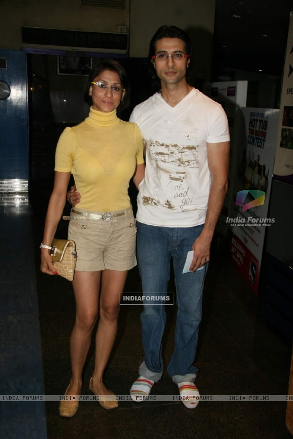 Shilpa and Apoorva at Top TV stars at Hot Tb Time Machine premiere at Fame