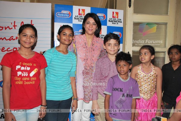 Priya Dutt with Bumm Bumm Bole kids a Radio City parental discussion event at St Joseph school, Bandra