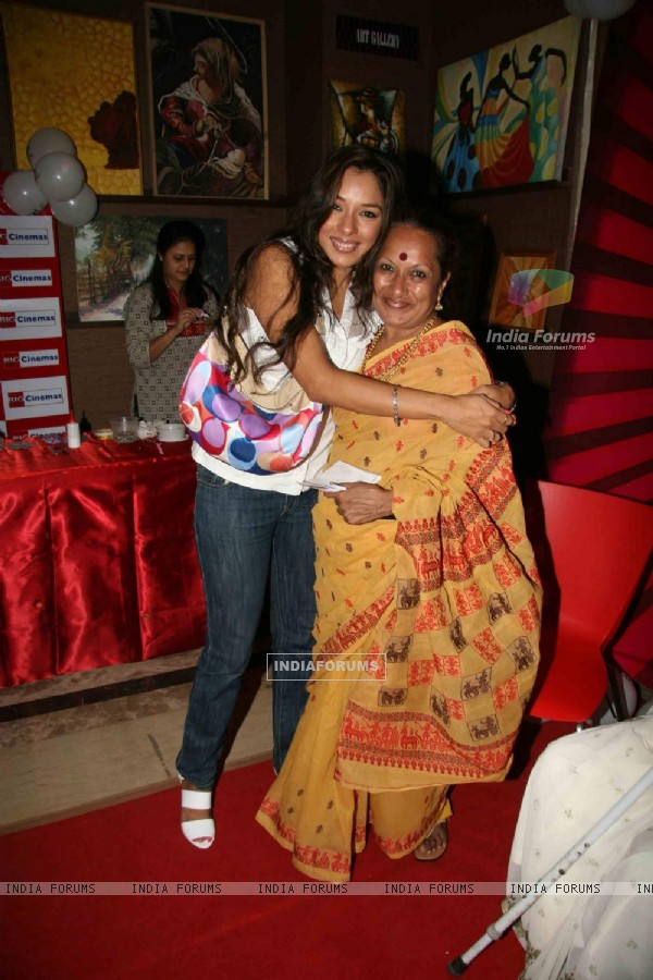Rupali Ganguly celebrates mother''s day at Metro Cinema