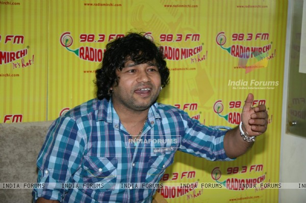 "Kailash Kher at Radio Mirchi to launch new track ""Tere Liye"" at Lower Parel"