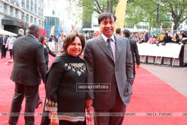 Mrs & Mr Mittal at London Premiere of Kites (87748)