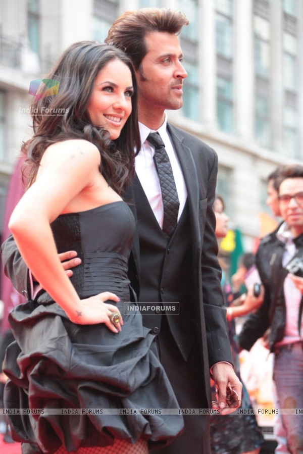 Barbara Mori and Hrithik Roshan at London Premiere of Kites (87749)