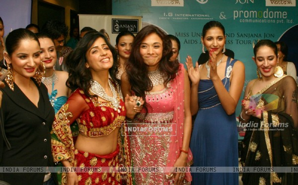 Fashion designer Sanjana Jon with singer Shibani Kashyap and models at the opening of of her exclusive store in New Delhi on Saturday