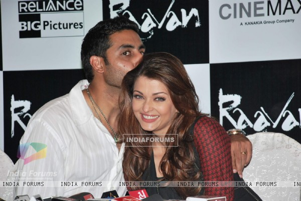 Abhishek and Aishwarya Bachchan on Raavan Promotional Event at From Metro to Cinemax