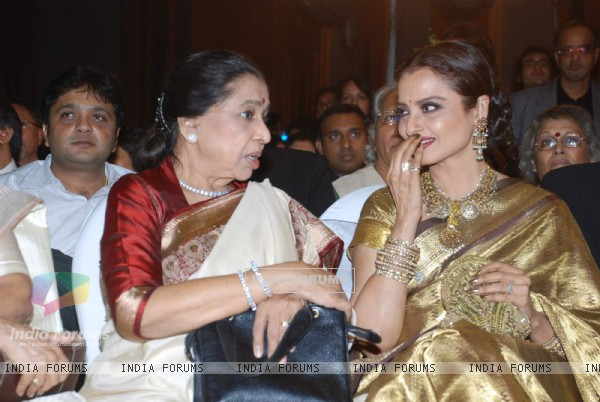 Asha Bhosle and Rekha at the launch of Gautam Rajadhyaksha''s book ''Chehere'' launch at JW Marriott