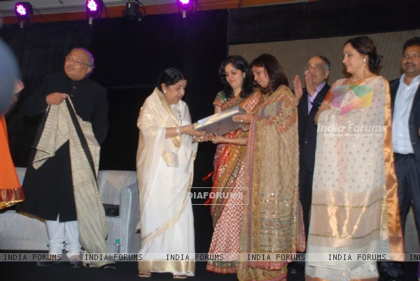 Lata Mangeshkar and Hema Malini at the launch of Gautam Rajadhyaksha''s book ''Chehere'' launch at JW Marriott