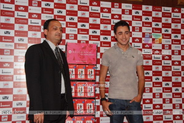 "Imran Khan launches Mills N Boon book to promote ""I hate Love Stories"" at Landmark"