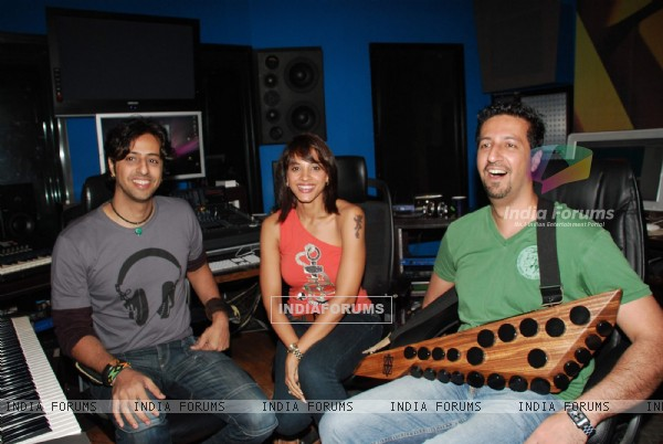 Singer Manasi Scott records with Salim Sulaiman at Santacruz