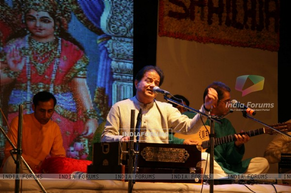 Gazal singer Anup Jalota performing at the launch of Fan Club at Bhaidas Hall