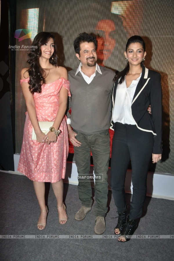 Anil kapoor, Sonam and Rhea at Aisha music launch at Tote in Mumbai