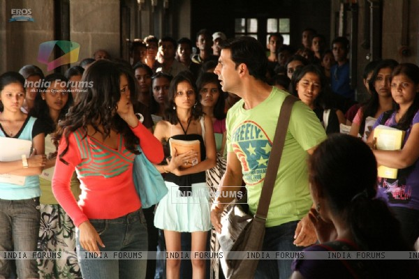 Akshay Kumar gives a slap to Trisha (89517)