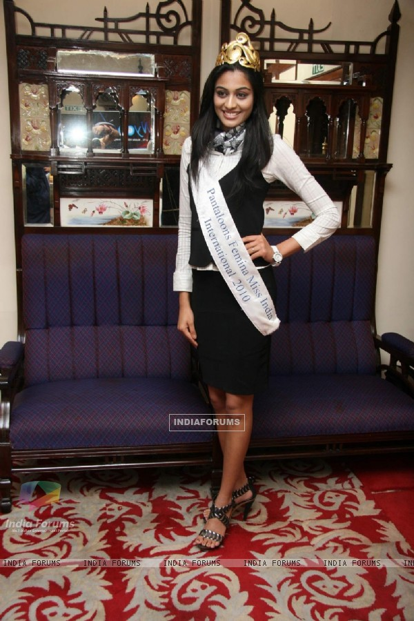 Miss India Neha Hinge launches Online site  NYOO TV at Ambassador Hotel