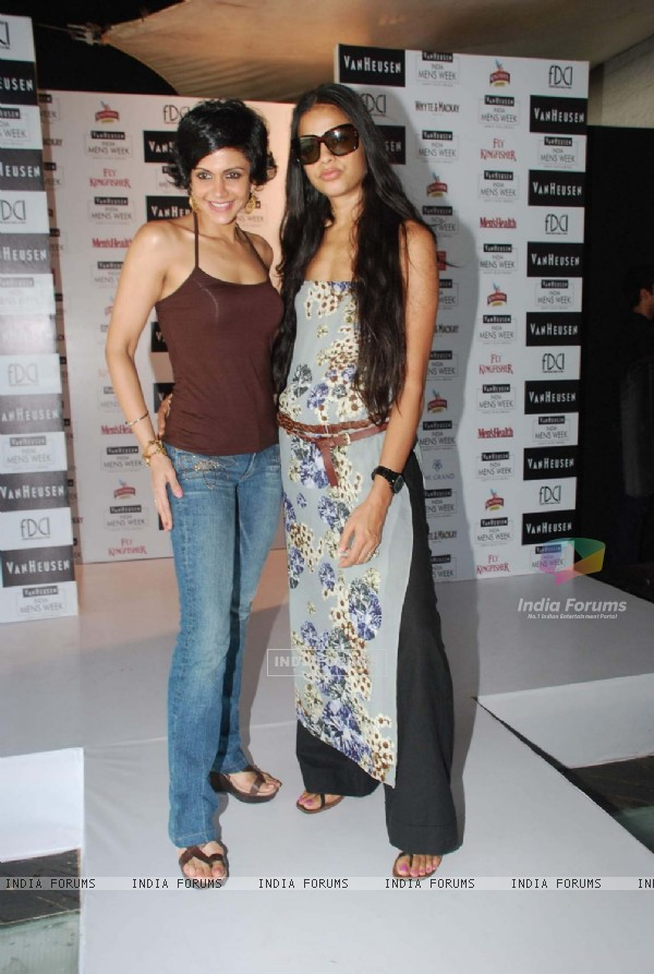 Mandira Bedi at Van Heusen Men''s Fashion Week model auditions at Vie Lounge