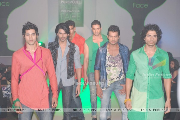 Jesse Randhawa judges Oxybleach India''s International face 2010 at Westin Hotel