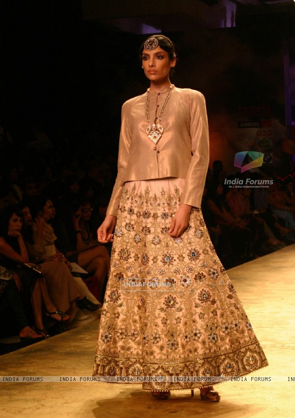 A Model showcasing a creation by designer J J Valaya at the Delhi Couture Week 2010, in New Delhi on Friday