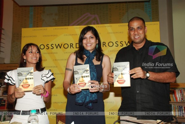 Koel Purie at the launch of Amrita Trpathi''''s Book Broken News at Crossword, Juhu