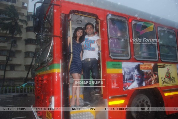Emran Hashmi and Prachi Desai travel by bus to promote their film