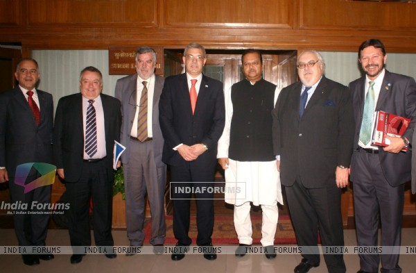 Minister for Food Processing Industries Subodh Kant Sahai and Argentina Minister for Agriculture Live Stock and Fisheries Julian Andres Dominguez with delegation members in New Delhi on Monday