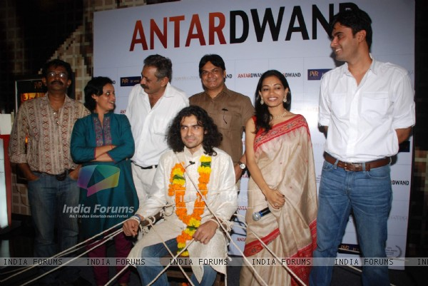 Imtiaz Ali kidnapped and trapped as a groom to promote film Antardwand at PVR, Juhu