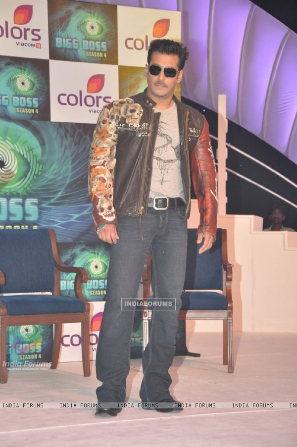 Salman Khan Bigg Boss Season4 press meet at taj land's end