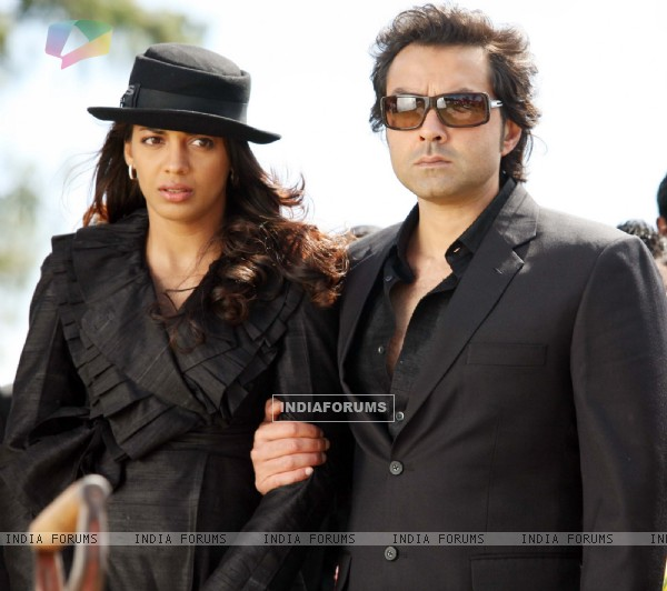 Bobby and Mugdha in the movie Help (92479)