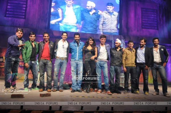 Priyanka Chopra with contestants of Khaton Ke Khiladi 3
