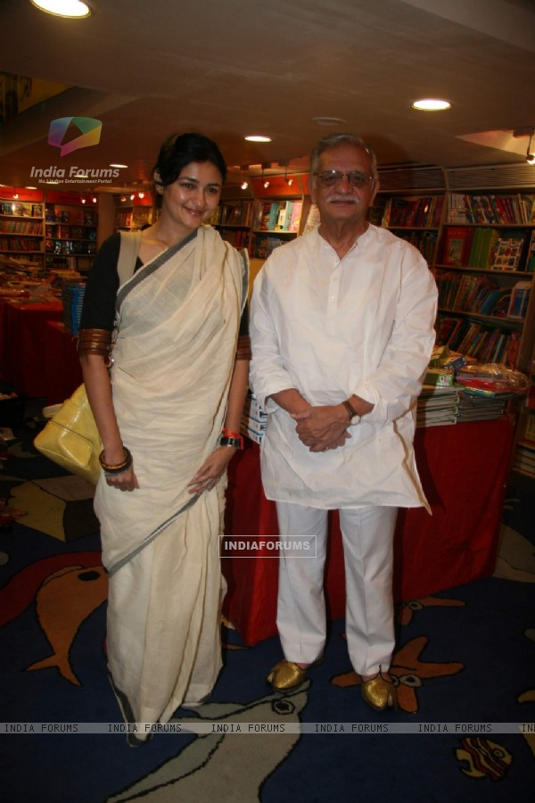 "Gulzar at ""Potli Wale Baba"" book launch at Croswword, Kemps Corner"