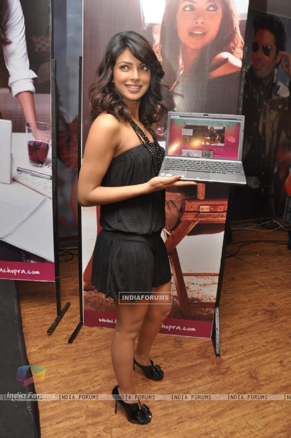 Priyanka''s official website www.iampriyankachopra.com  launch at Yashraj