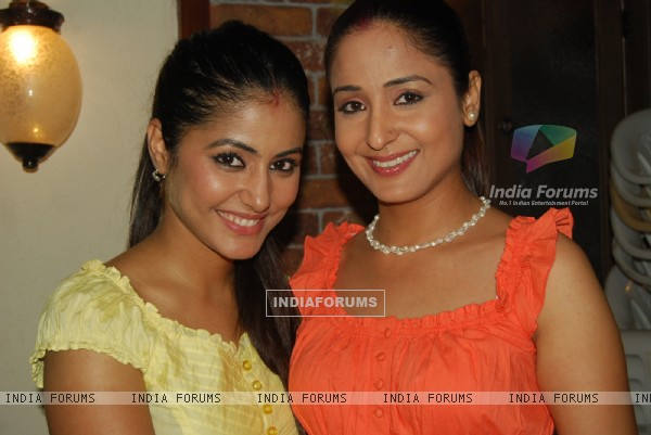 Hina and Lata in success party of Chand Chupa Badal Mein