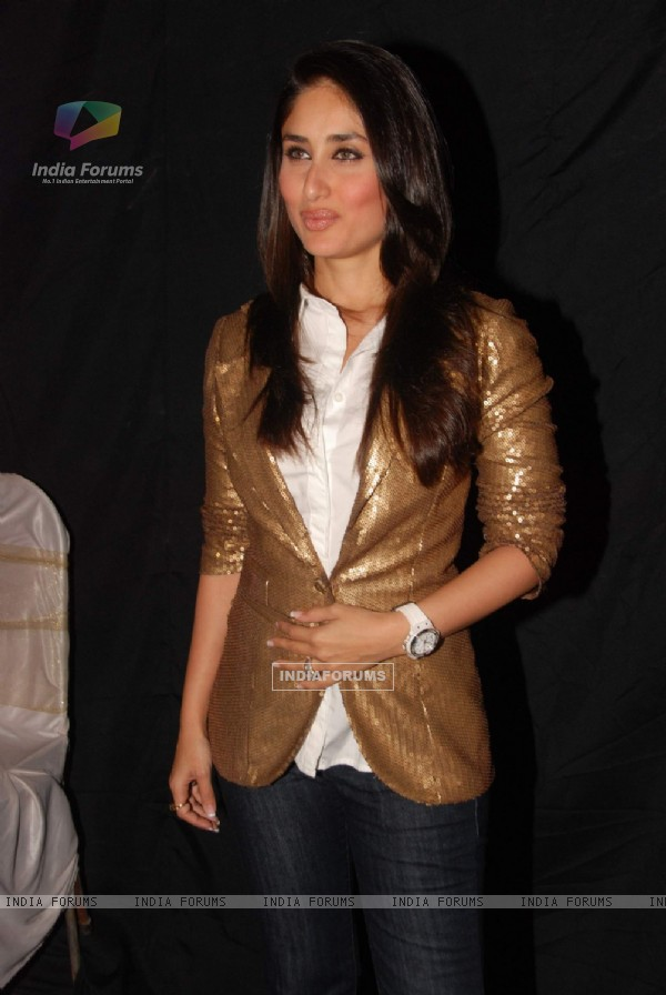 Kareena Kapoor in the grand finale of Indian Idol at Filmistan