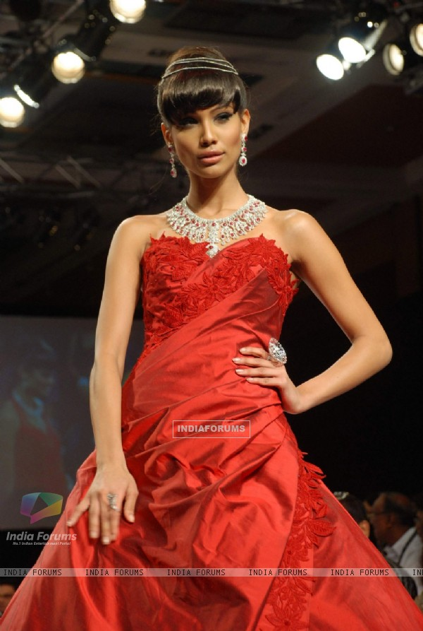 Model walk on the ramp at India International Jewellery Week