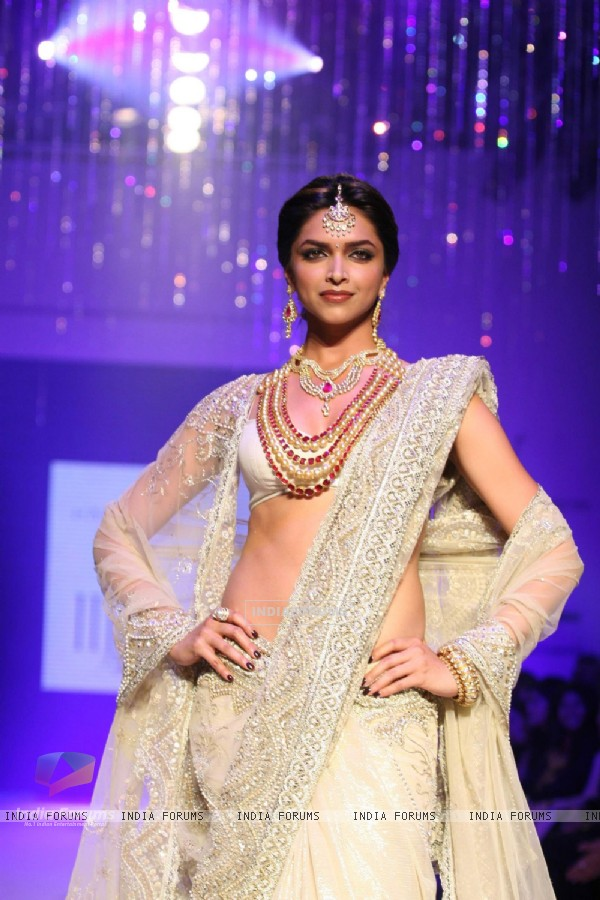 Deepika Padukone in India International Jewellary Week on Day 1
