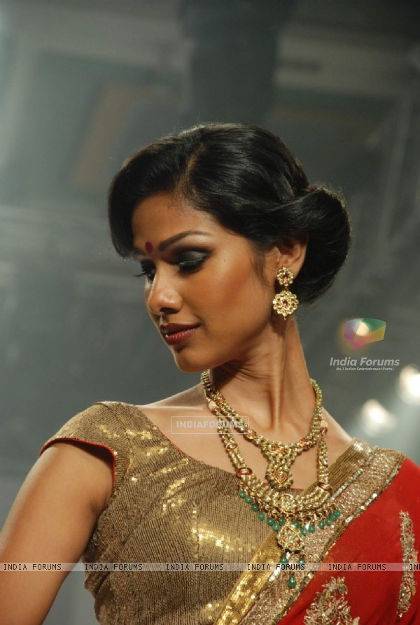 Model on the ramp at Gitanjali show at the India International Jewellery Week on Day 2