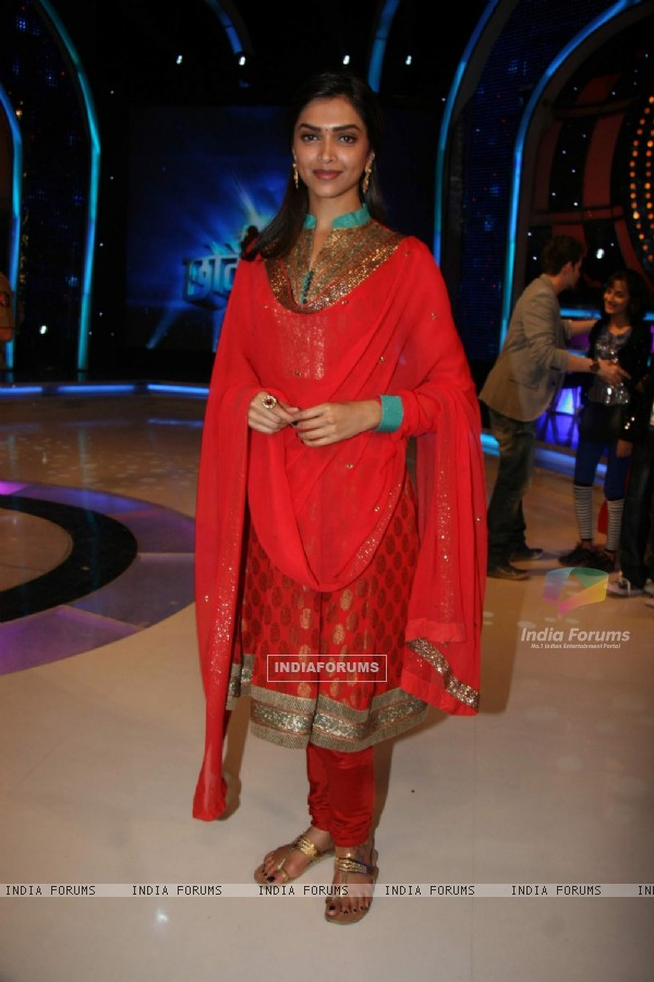 Deepika Padukone on the sets of Chote Ustad at Mehboob Studio