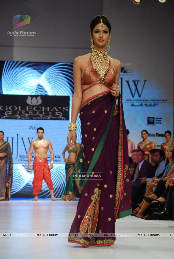 Model on the ramp at Golechas Jewller show at the India International Jewellery Week on Day 2