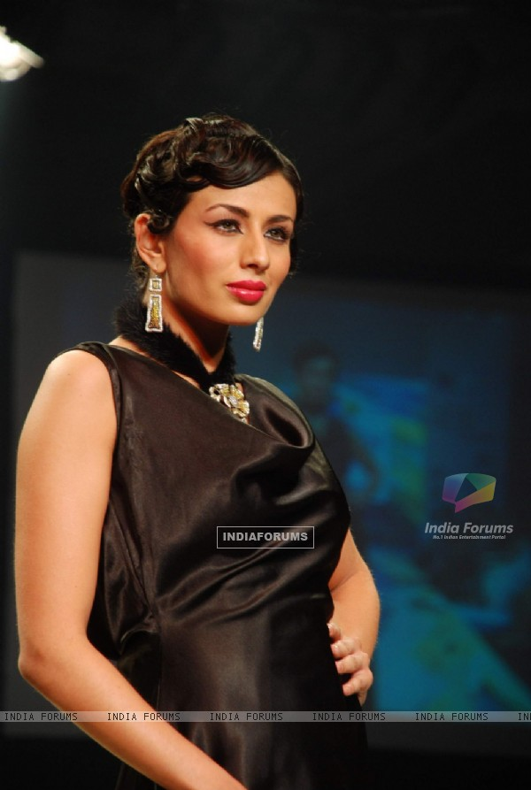 Model on the ramp at Intergem Exports show at the India International Jewellery Week on Day 3