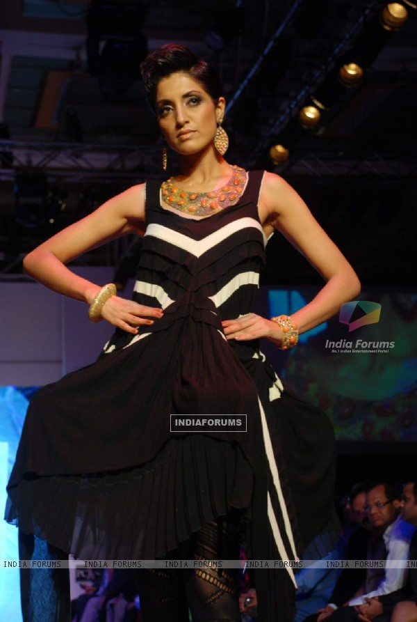 Model on the ramp at CVM Exports show at the India International Jewellery Week on Day 3