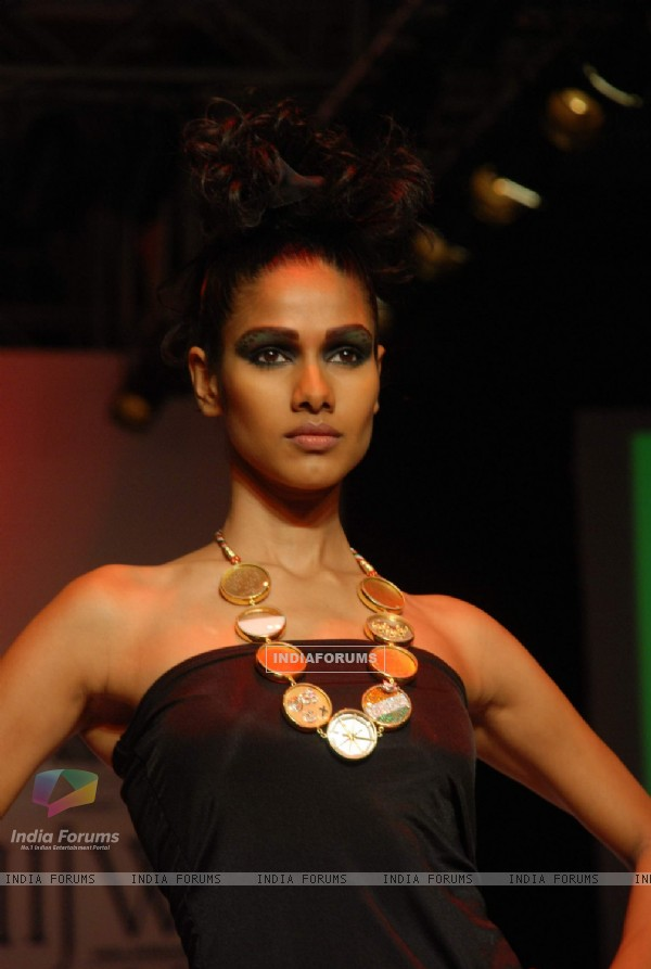 Model on the ramp at Laksh Pahuja show at the India International Jewellery Week on Day 4