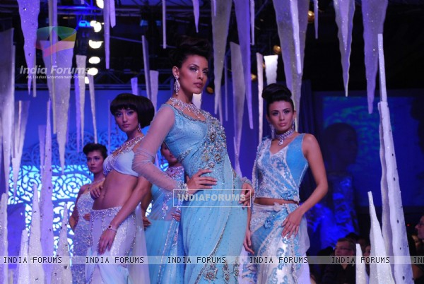 Models on the ramp at India International Jewellery Week on last day