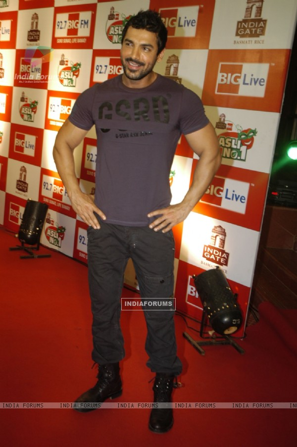 John Abraham promotes Aashayein on Big Asli No 1 Finale at Goregaon