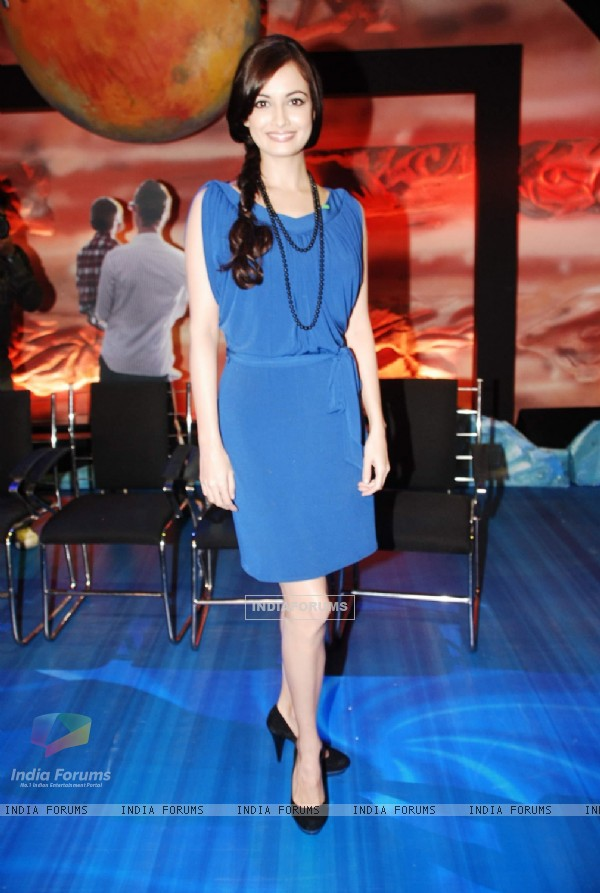 Dia Mirza promote Panasonic 3-D cameras and LCD at Yashraj