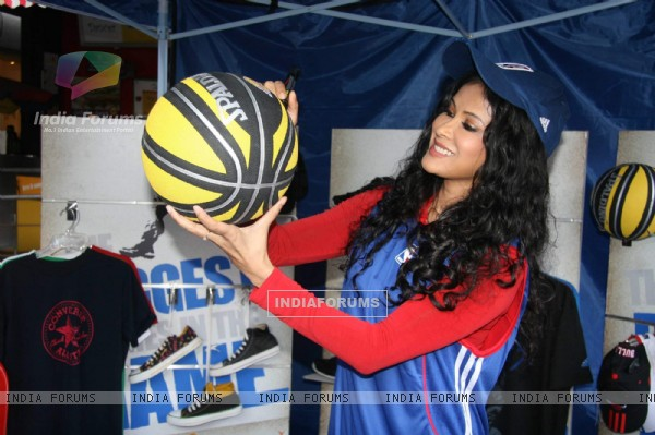 Nandana Sen at NBA jam at Phoenix Mill