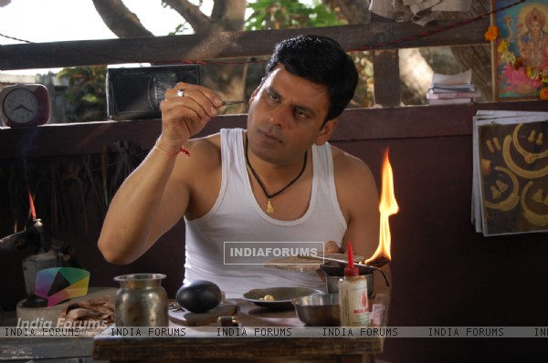 Manoj Bajpai in the movie Dus Tola