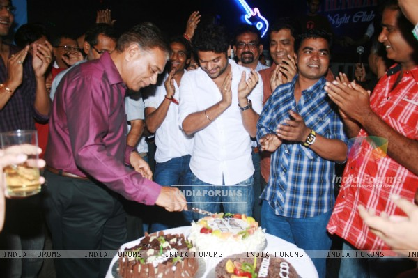 B.P. Sir cutting Aahat Cake
