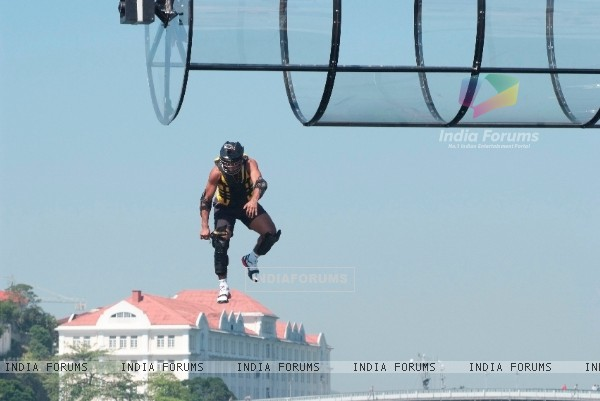 Difficult Stunt at 80 feet above sea