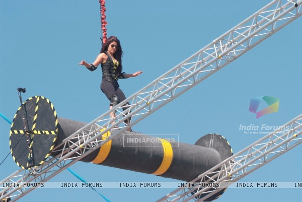 Priyanka doing difficult stunts