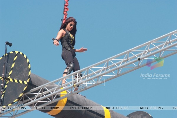 Priyanka performing difficult task